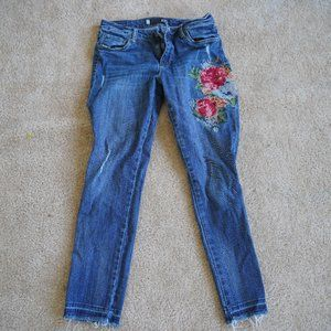 Straight leg jeans with embroidered details
